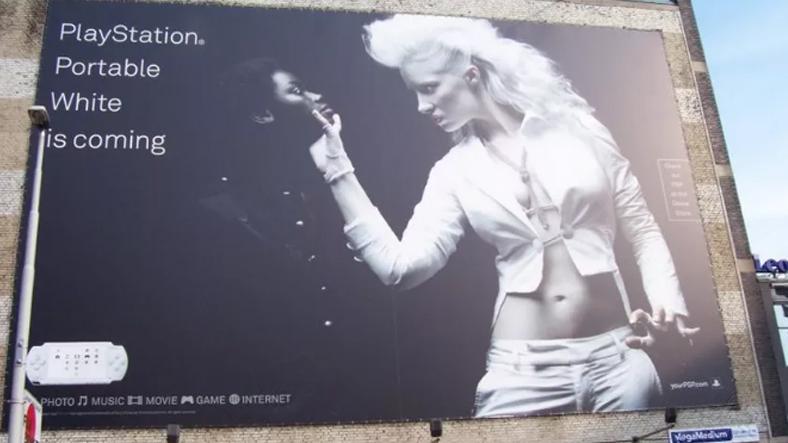 Playstation'ın beyaz renk seçeneğini duyurduğu ırkçı reklam...