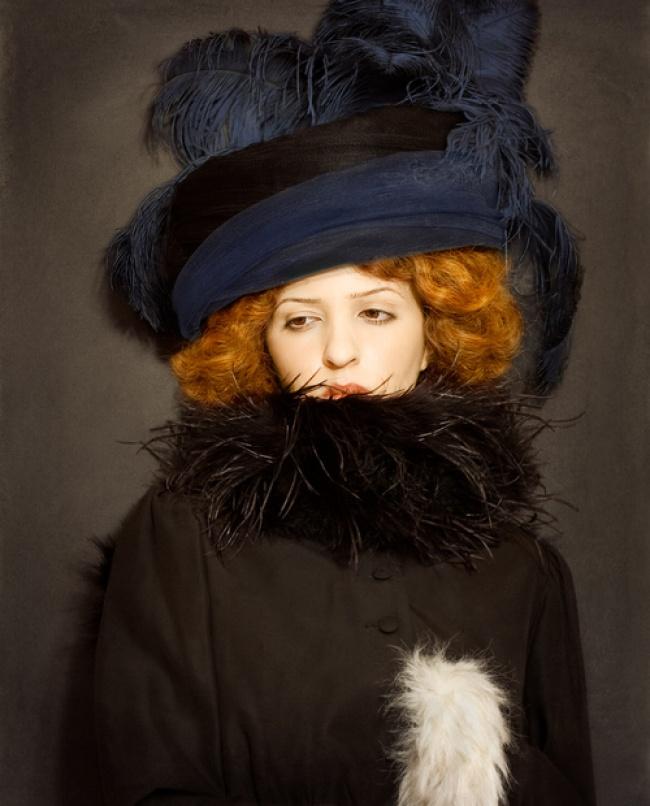 ünlü Ressamların Resimlerini Gerçek Hayata Uyarlayan Kadın