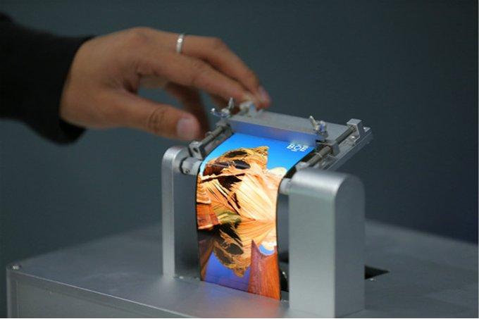 Huawei'den Yeni Model Katlanabilir Telefon