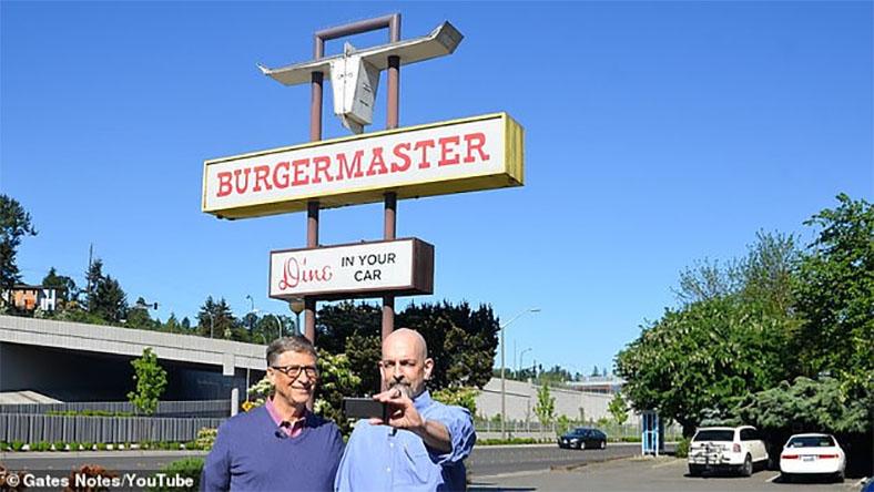 Bill Gates, Hamburger Yemek İçin Sırada