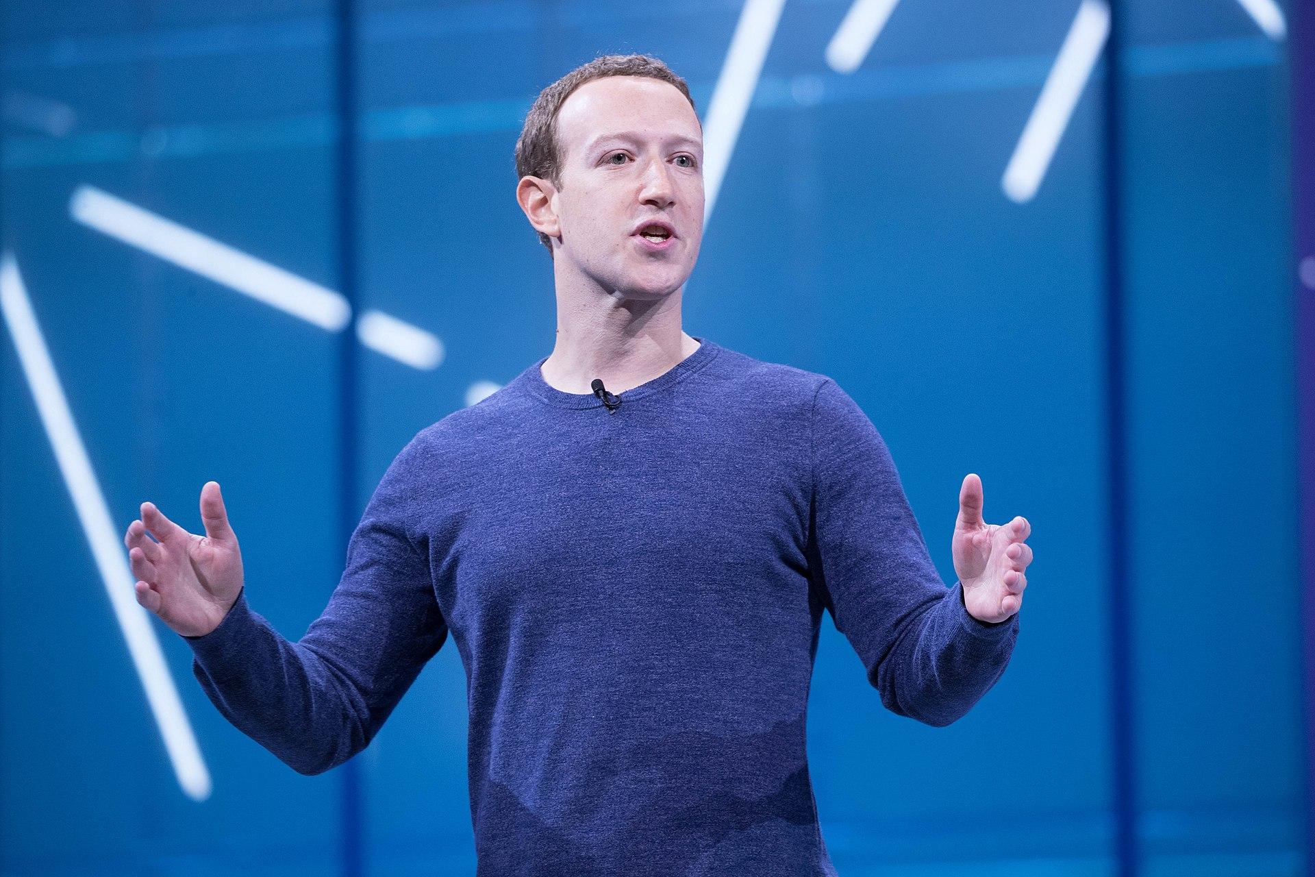 Facebook Hissedarları Mark Zuckerberg'in Görevine Devam