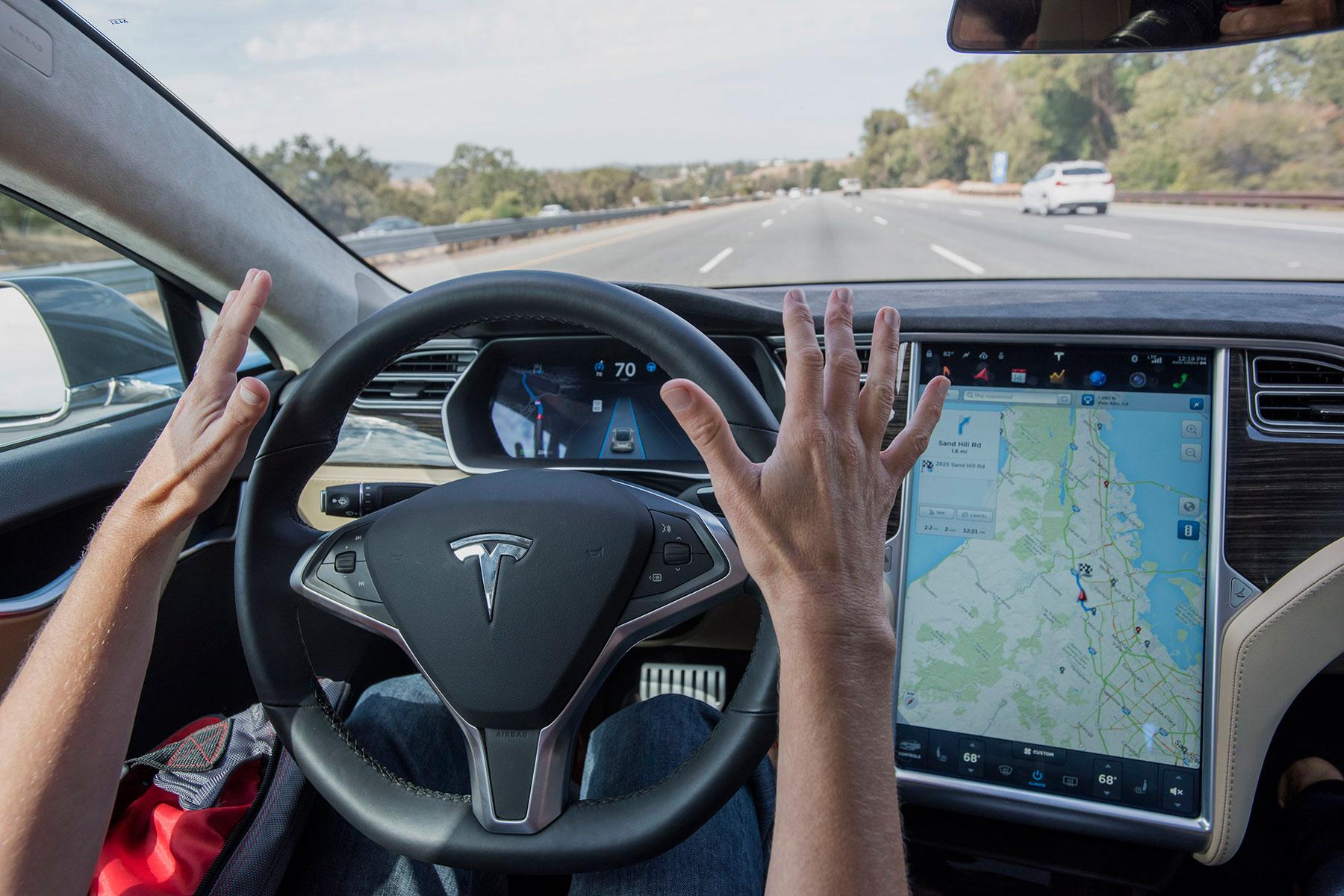 Tesla'nın Otopilot Sisteminde Güvenlik Zaafiyeti Olabilir mi