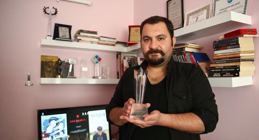 Hollywood, Türk Yönetmenin Ödülünü Kargoyla Gönderi