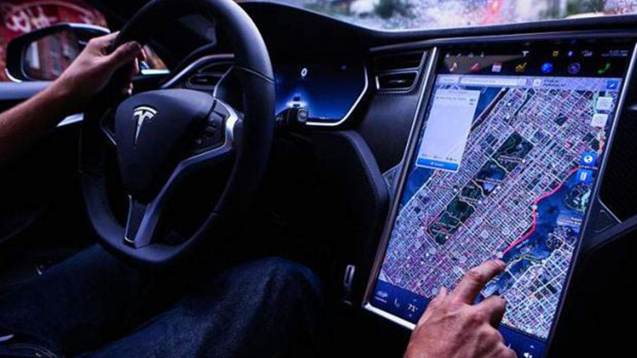 Tesla, Premium Connectivity İçin Ücretlendirmeye Başlıyor
