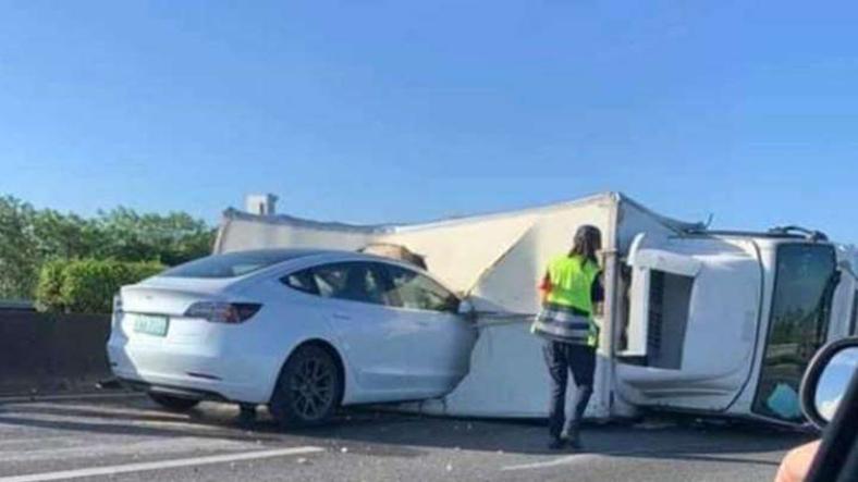 Tesla Model 3 Autopilot kaza