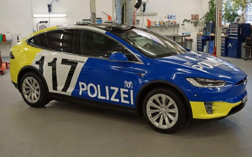 polis tesla