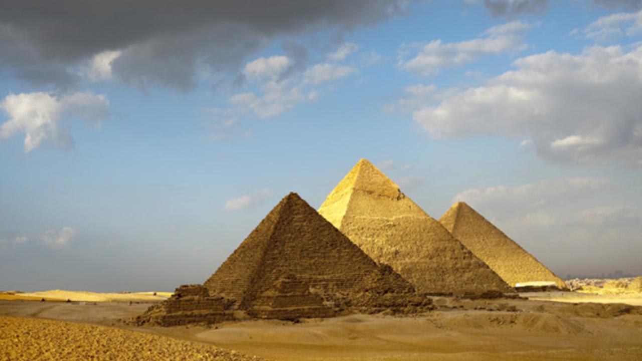 Giza piramidaları