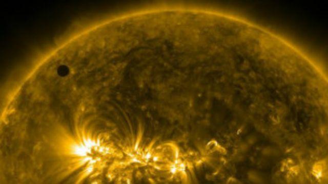 Venüs'ün Güneş'in önünden geçişi