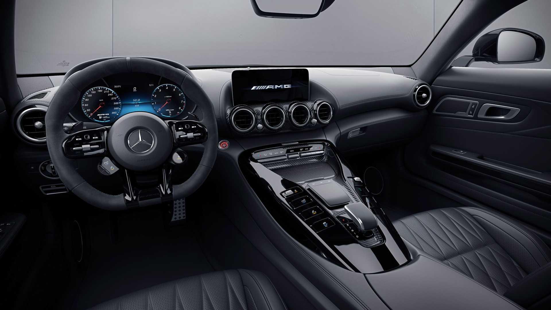 Mercedes-AMG GT Coupe ön konsol