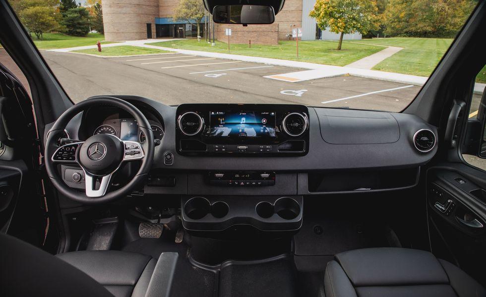 Yeni Mercedes Sprinter Minibus 2021 iç tasarım