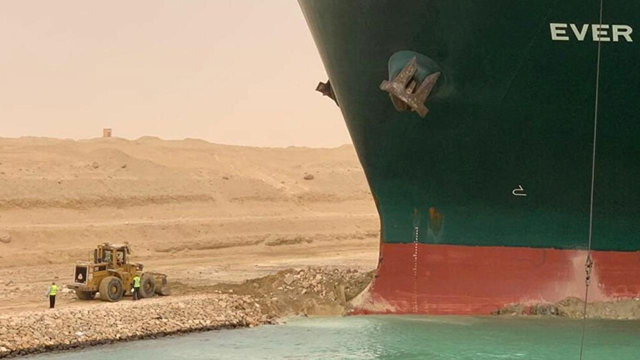 Süveyş Kanalı tıkanıklık