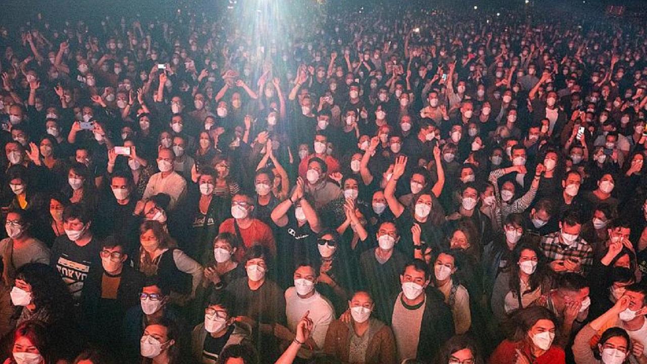 Barselona sosyal mesafesiz konser
