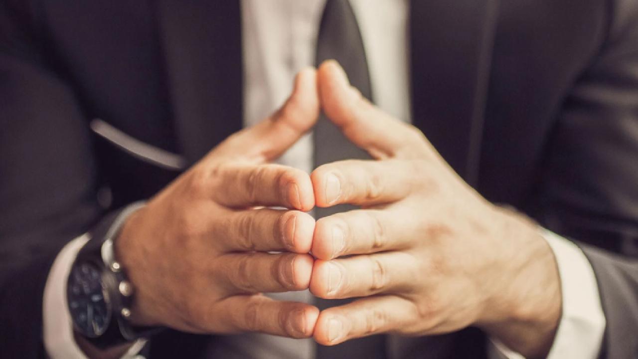parmak uçlarını birleştirmek