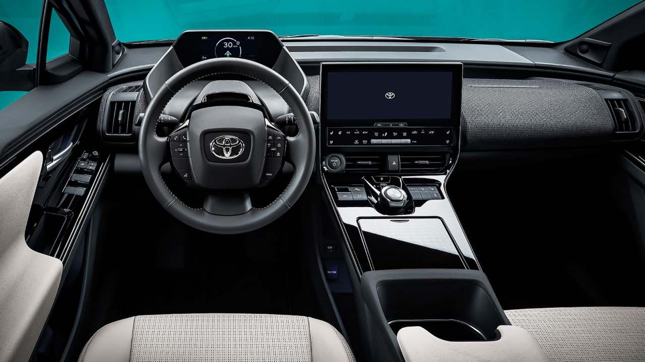 Toyota bZ4X интерьер