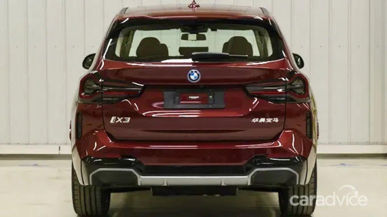 BMW X3 qırmızı arxa