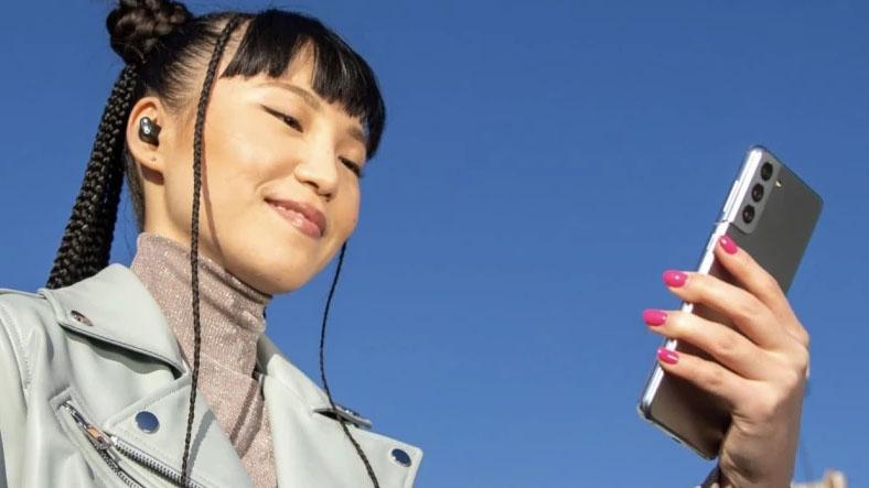 Apple Uses Samsung Phone in Beats Headphones Ad 3