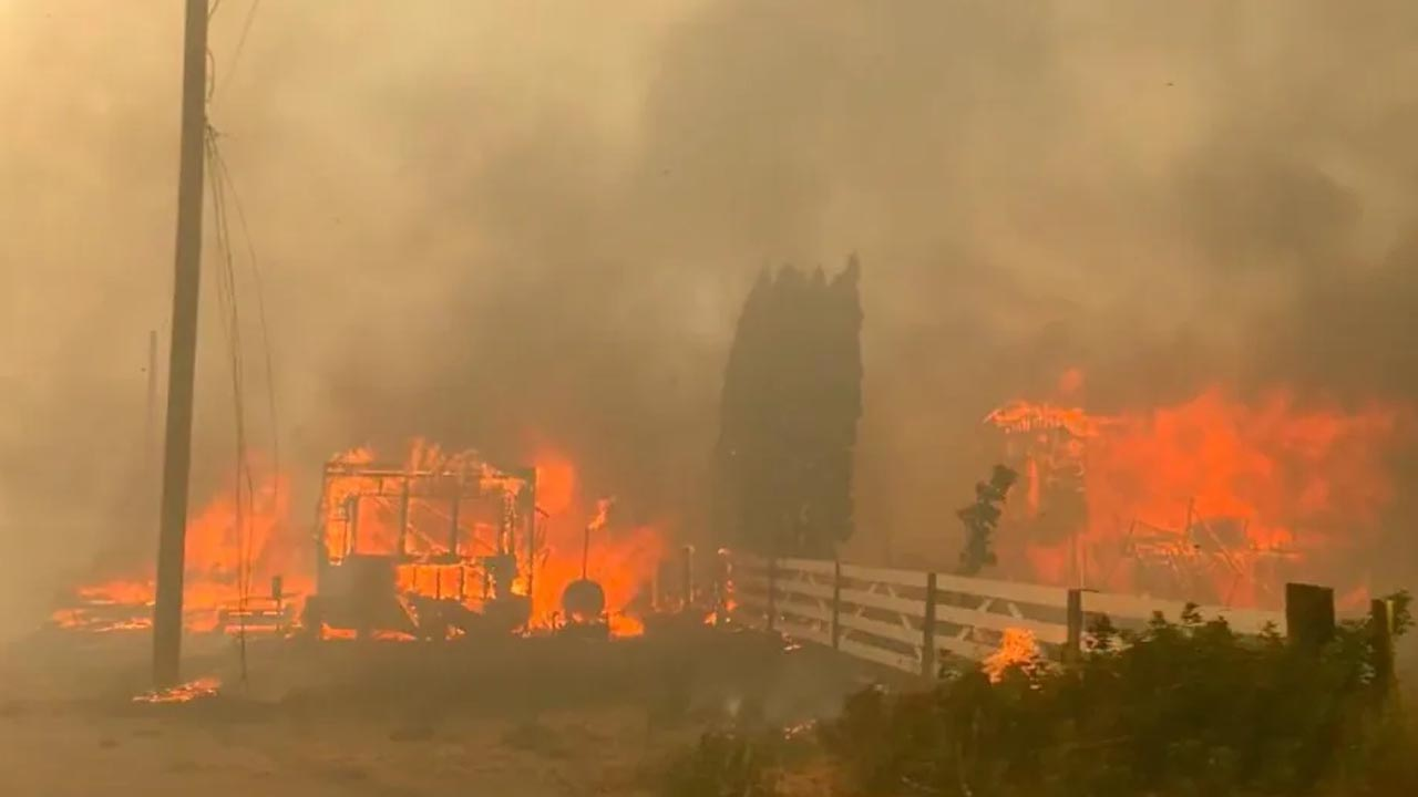 A Village in Canada Burns to Destroy Due to Record Temperature 3