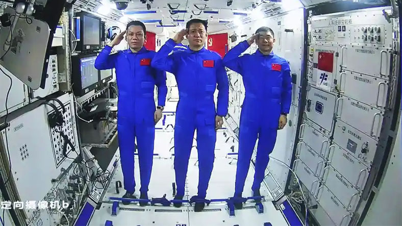 Astronauts on the Tiangong Space Station Take a Space Walk 2