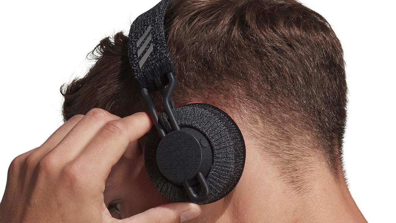 Adidas, Güneş Enerjisiyle Şarj Olan Doğa Dostu Kablosuz Kulaklık Geliştiriyor