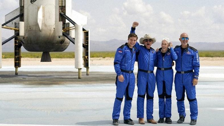 Jeff Bezos'la Uzaya Çıkan 18 Yaşındaki Genç, Amazon'dan Hiç Alışveriş Yapmadığını Söyledi