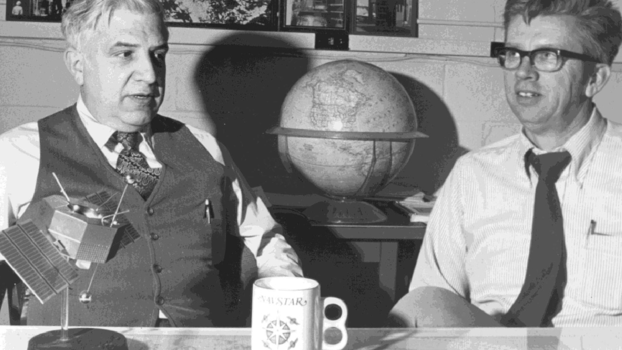 Roger L. Easton (sol) ve Al Bartholemew (sağ)