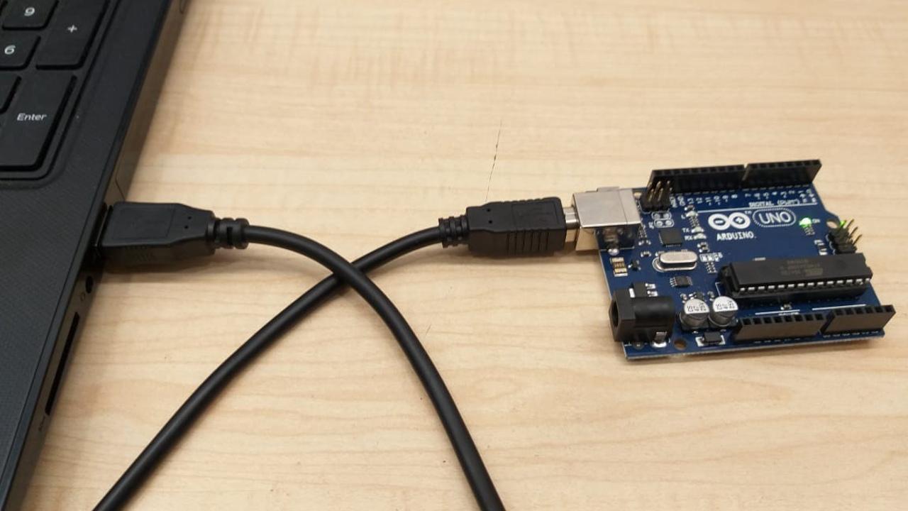 Bilgisayara bağlanmış bir Arduino